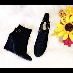 VINCE CAMUTO Black Suede Wedge Ankle Booties